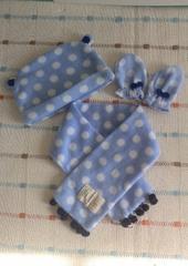 ハンドメイド♪水色ドットフリース 帽子40�p&手袋&マフラー
