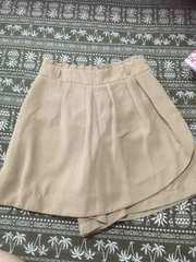美品 スカートに見えるラップキュロット M