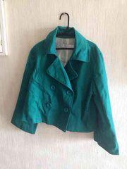 グリーン丈短めコート……