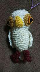 手編みのあみぐるみ、白フクロウストラップ