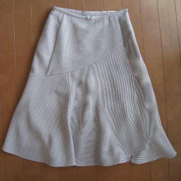 モバオクで買える「美品★FIRST REVUE スリット入りスカート」の画像です。価格は280円になります。