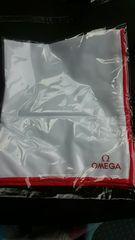 オメガ 非売品 時計クロス ハンカチサイズ ホワイトにレッドライン 新品