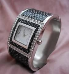 ヨーロピアンバングルウォッチ-腕時計BK