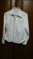 とっても素敵な長袖ブラウス。白。