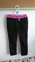 ピンクラインの黒ズボン
