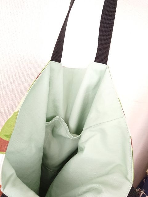ハンドメイド トートバッグ(りんご) < 女性ファッションの
