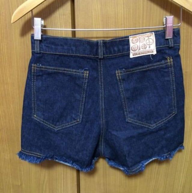 送料込み☆ 美品 ボタニカル柄 ショートパンツ < 女性ファッションの