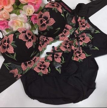 男性様歓迎☆D65M 花刺繍 ブラ&パンティ&Tバックset