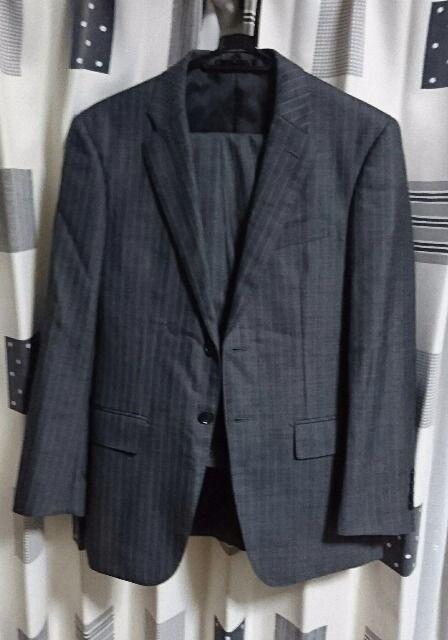 伊勢丹購入 ストライプ スーツ 美品 グレー  < 男性ファッションの