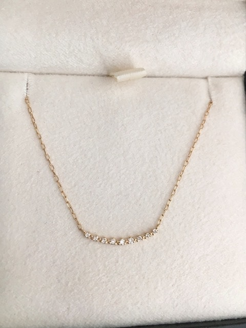 アガット ダイヤモンド カーブライン ネックレス K18YG 0.05ct < ブランドの