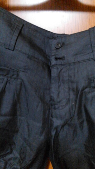 �A 紺色のショートパンツ < 女性ファッションの