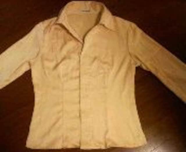 新品ヒズミスシャンパンゴールドシャツ  < 女性ファッションの