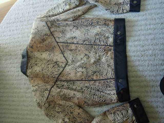 レザージャケット人気復活アニマルフェースプレゼント付インパクト有 < 女性ファッションの
