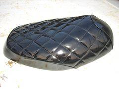 V100 シートカバー エナメル CE11A 黒