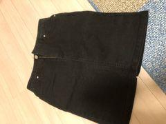 ブラックデニムのスカート