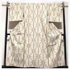 単衣仕立て 身丈155 裄65 上質 正絹 紬 琉球柄 生成り 中古品