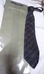 ダンヒル ネクタイ  濃紺 緑 赤の細い斜めストライプ