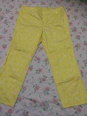 黄色の花柄パンツ