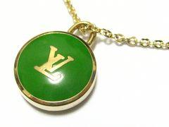ルイ.ヴィトン.鮮やかエメラルドグリーンLVロゴ&ゴールドカラーの極上ブランドネックレス