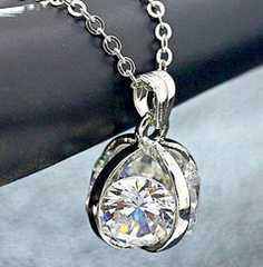 新品1円〜★送料無料★ 豪華ダイヤモンド 大粒4面 シルバーペンダント
