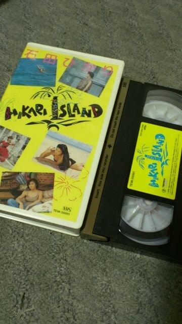 VHS『HIKARI.ISLAND』石田ひかり 全6曲収録-テレカ付き < タレントグッズの