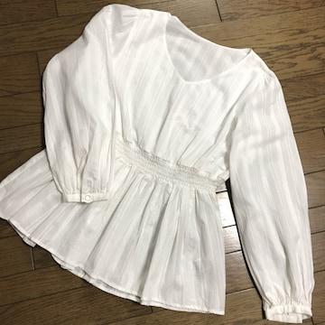 ジーユーGU ホワイト白 ペプラム裾 Vネックブラウス