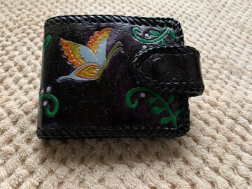 ハンドメイド本牛革二つ折り財布(蝶柄)