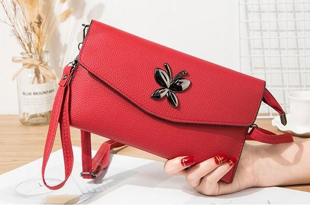 新品バタフライ蝶スタッズ ダブルポーチ/長財布にも赤レッド  < 女性ファッションの