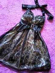 薔薇柄ペイズリーなチュールレース重ねキラキラストーンバンクルホルダー膝丈ドレス