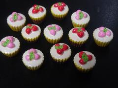 デコ電・手芸パーツ 苺いちごカップケーキ 12個