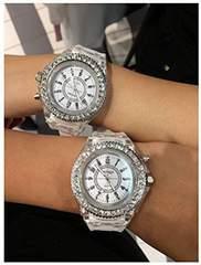 お買得★650円★GenevaレインボーLED腕時計白動作保証