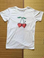 スヌーピー・ハート型チェリーイラスト柄Tシャツ。ホワイト