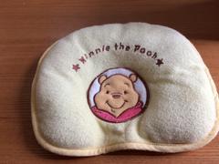 モバオクで買える「Disney☆プーさん☆パイル枕☆赤ちゃん☆黄色☆西松屋☆Pooh」の画像です。価格は100円になります。