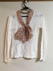 襟元リボン付き・小花柄ロングTシャツ