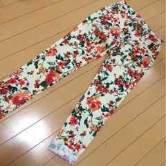 新品◆鮮やか花柄◆スリムパンツ◆Sレギパン