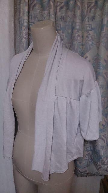 春から夏にかけて ゆったり着れる羽織もの パフスリーブ < 女性ファッションの