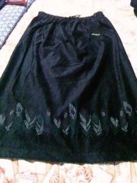 送込〓新品〓w61�a〓薄地のベロア調 膝少し下スカート