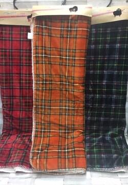 ふんわり暖か裏側シープボア濃色チェック柄ハーフ毛布1枚