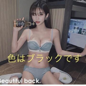 新商品!!SNSで話題!ノンワイヤー ブラ&ショーツセット