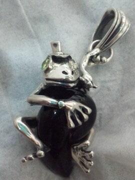 訳あり特価!19g 立体 かえる 蛙 カエル オニキス ペンダント トップ シルバー