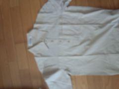 アイボリー色の半袖シャツ【M】