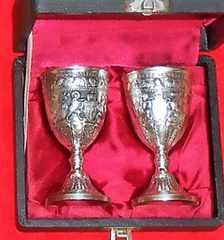 箱入り金属製西洋アンティーク風聖杯型ショットグラス