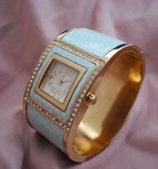 ヨーロピアンバングルウォッチ-腕時計
