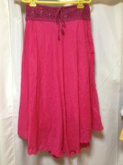 美品濃いピンクロングスカート