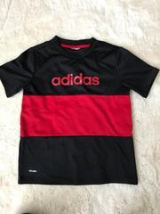 子供用アディダスTシャツ  ブラック×レッド 130センチ
