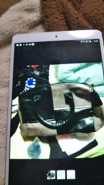 新品ツートンカラーぽんぽん付きショルダーハンドバッグ  < 女性ファッションの