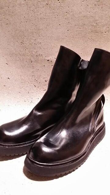 新品CINZIA ARAIAチンツィアアライア ヌバックレザーツイストジップブーツ 44  < 男性ファッションの