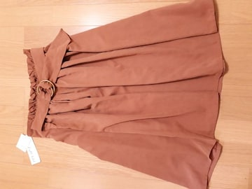 新品ウエストゴム楽々ベルト調整OK綺麗なキャメル色のスカート