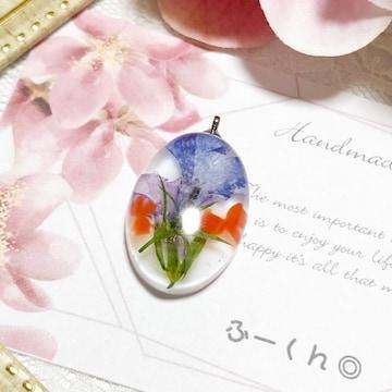 *:。金魚と押し花のストラップ*: 。