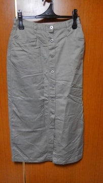∞前ボタンのロングスカート